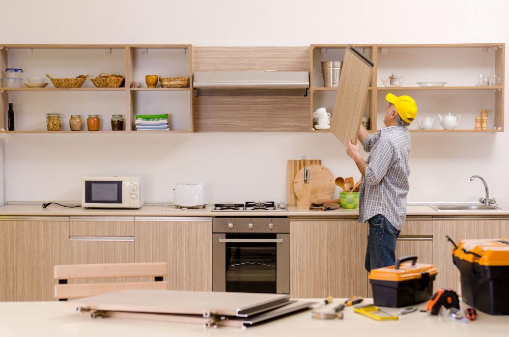 comment-restaurer-anciennes-armoires-cuisine-bois